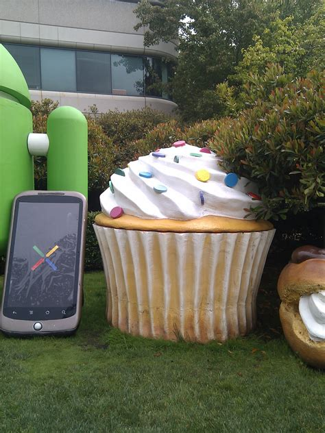 android statues cupcake android statue stealthcopter