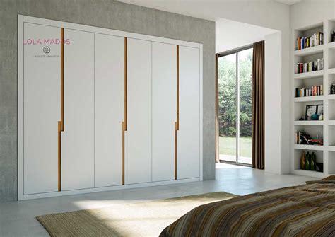 puertas abatibles  armarios empotrados lola mados