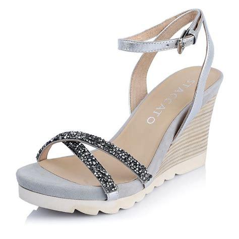 Heels Hak Tahu Silang Merah Ns009 sepatu sepatu cantik ini akan memaksimalkan tilan kamu di hari wisuda nanti