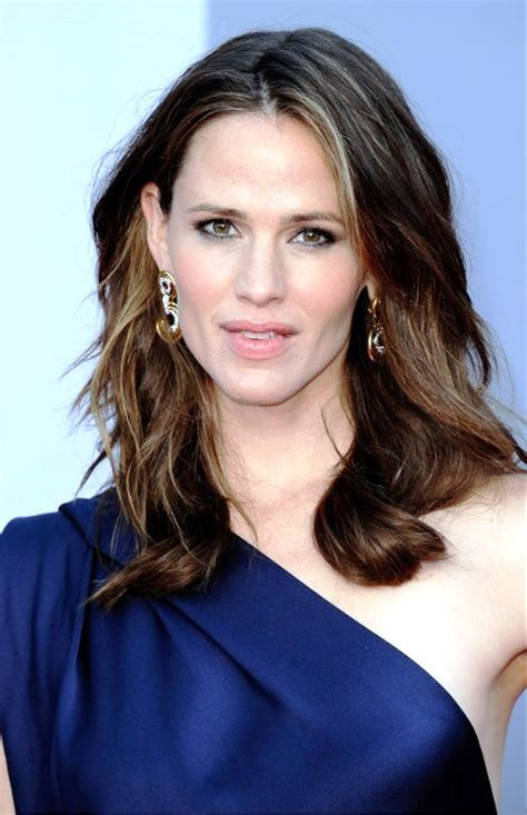 pictues of hairstyles over 30 pictures of medium wavy hairstyle for women over 30s