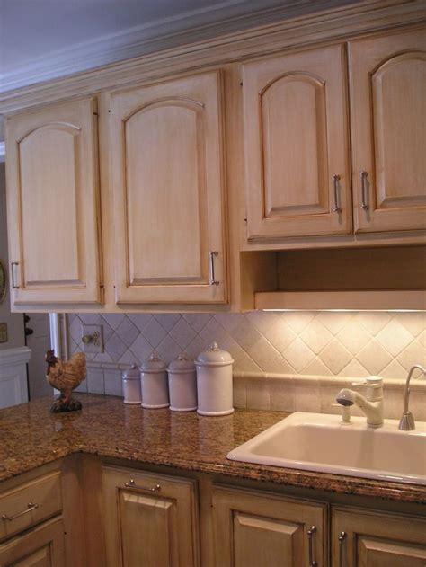 repainting oak kitchen cabinets 25 best ideas about light oak cabinets on pinterest