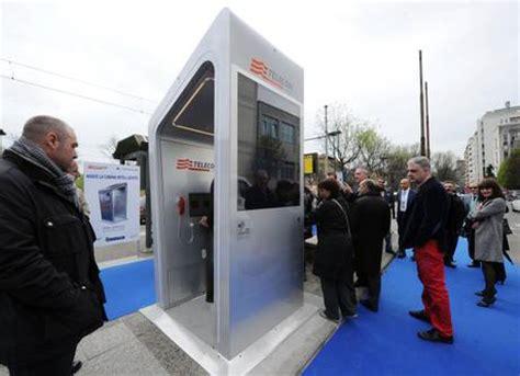 cabine telefoniche torino torino ecco la cabina telefonica futuro io chiamo
