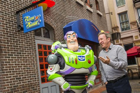 it s a pizza planet actor tim allen meets buzz