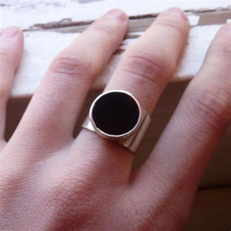 how to compose a minimalist geometric and minimalist ring in black color i used