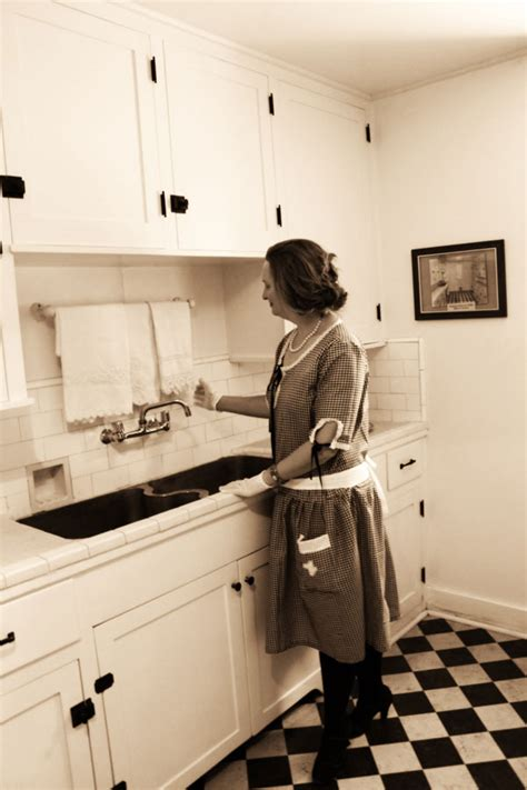 1920s kitchen guest post debbie of vintage dancer on her 1920s