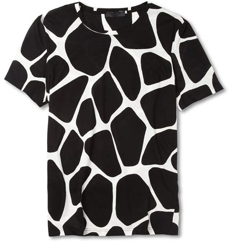 giraffe pattern t shirt burberry prorsum giraffe print cotton jersey t shirt for