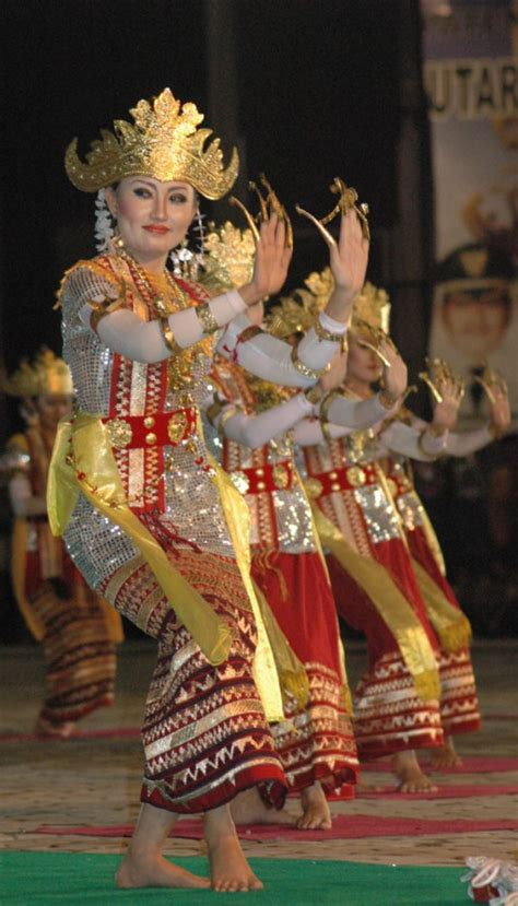 Wakka Tenun tari sembah sigeh penguten lung traditional