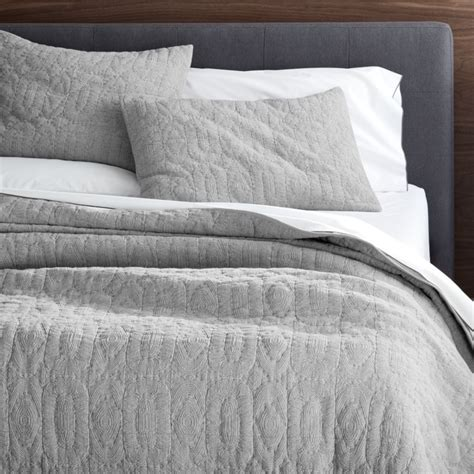 crate and barrel bed crate and barrel bedding 1334