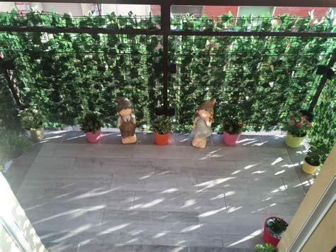 siepe per terrazzo siepe artificiale statue folletti nanett arredare balcone