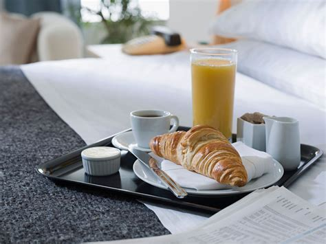 hotels with room service apparently barely anyone is using hotel room service cond 233 nast traveler