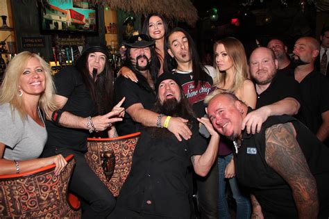 vinnie paul hanging with fans at the golden tiki food