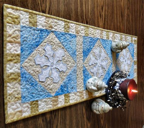 snowflake quilt pattern table runner 13 best snowflake quilted tablerunners images on