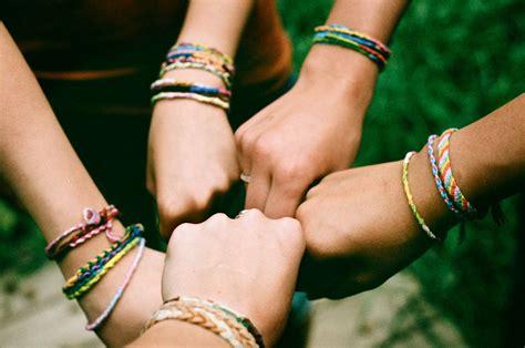 Feiern Sie internationalen Tag der Freundschaft mit