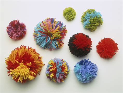 Pom Poms how to make a pom pom for knitting projects