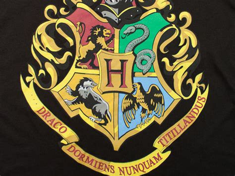 which hogwarts house are you in official which hogwarts house are you in official hogwarts crest 2 by djakyoshawott on
