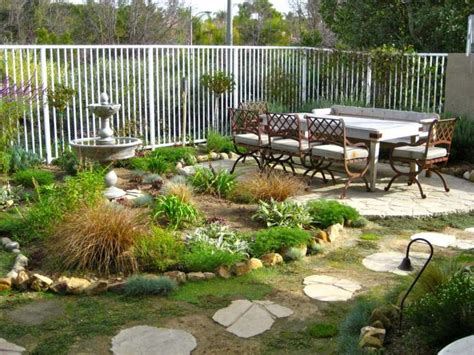 small backyard landscape ideas on a budget comment am 233 nager jardin et organiser l espace