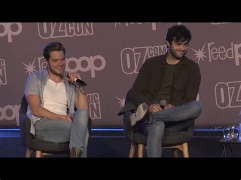matthew daddario comic con matthew daddario and dominic sherwood oz comic con
