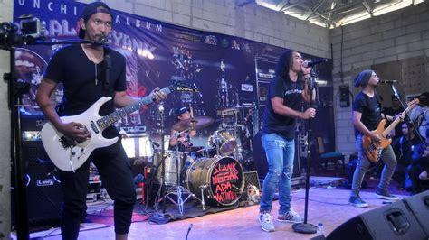 coldplay konser di indonesia bendera slank di konser coldplay dianggap identitas