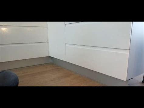 zocalo ventana como poner el z 243 calo o rodap 237 e de aluminio en los muebles