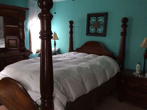 vintage paul bunyan queen size bedroom set  pieces
