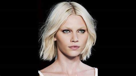 coupe de cheveux courte pour visage ovale coiffure pour visage rond