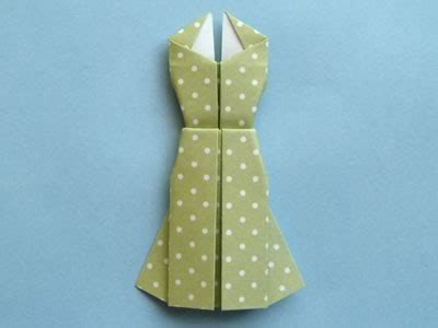 Easy Origami Dress - origami card to make dress design with