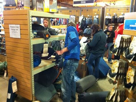 Rei Norwalk Garage Sale by How To Get Fighting To Buy Your Junk Andy