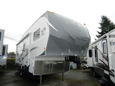 arctic fox 27 5l 2014 arctic fox 27 5l fifth wheel silver fox edition