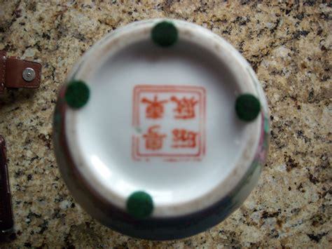 Antique Vases Markings by We An Antique Japanes Vase With What Appears To Be A