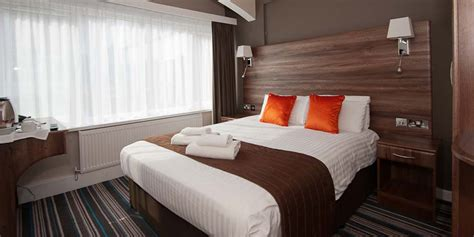 Double Bedroom | standard double bedroom ramada warwick hotel