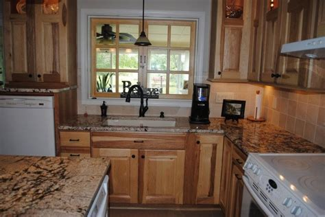 Kitchen Remodel Ideas With Oak Cabinets by Hickory Cabinets Gold And Silver Granite Tile Backsplash