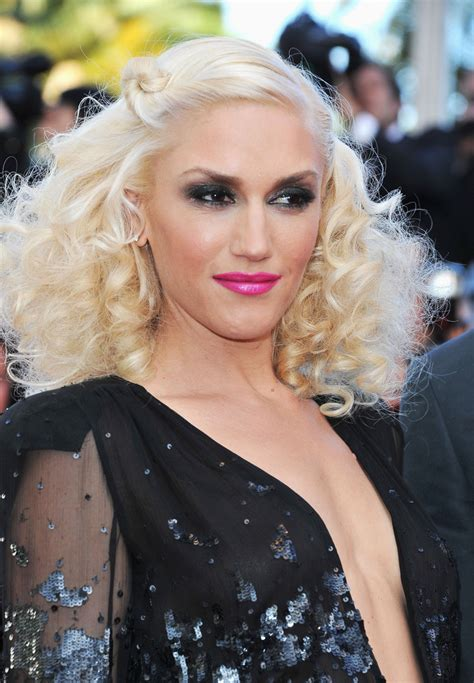 what are the colors of lipstick that gwen stefani wears on the voice gwen stefani pink lipstick gwen stefani looks stylebistro