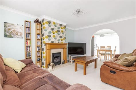 bed terraced house  sale  furnace drive crawley