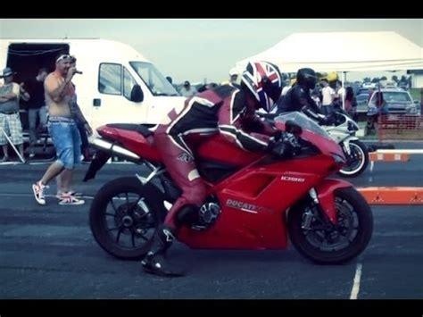 V2 Motorrad Vergleich by Ducati 1098 S Vs Suzuki Gsx R 1000 Der Superbike