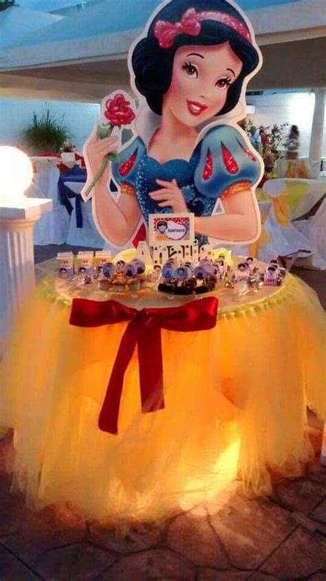 17 best images about snow white party ideas on pinterest mesas make up and table covers