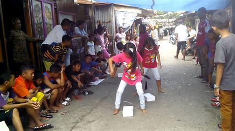 Sarung Loreng Standard Samarinda perlombaan joget terong pakai kotak khusus putr1 hut ri