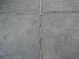 tegels badkamer liggen los herstellen voegen chinese hardsteen 60x60 tegelvloer