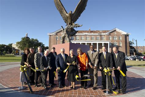 of southern mississippi southern miss dedicates golden eagle statues on