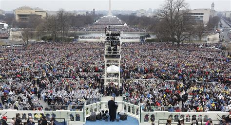 picture of inauguration crowd trump to hang photo of inauguration crowd in front of