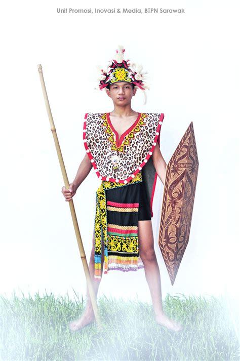 Baju Burung Orang Iban unit promosi inovasi dan media pakaian tradisional etnik di sarawak