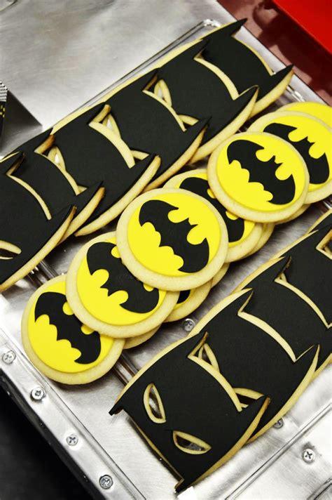 ideas  batman cookies  pinterest batman party batman cupcakes  superman cookies