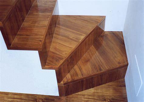 rivestimento in legno per scale rivestimento per scale interne con lavori in pietra