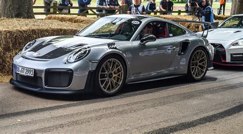 Porsche Gt2 Rs by Porsche Gt2 Rs Revealed At Goodwood Festival Of Speed