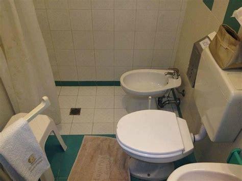 doccia con bidet incorporato bidet nella doccia foto di gattopardo park hotel lipari