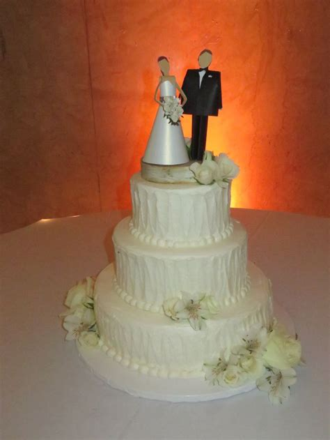 giant wedding cakes giant eagle wedding cakes idea in 2017 bella wedding