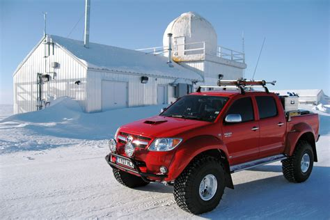 toyota hilux arctic arctic trucks toyota hilux photos photogallery with 21