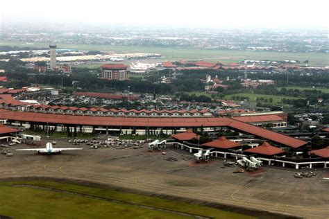 Air 2 Jakarta world s fastest growing air route betrays indonesia s infrastructure problems skift