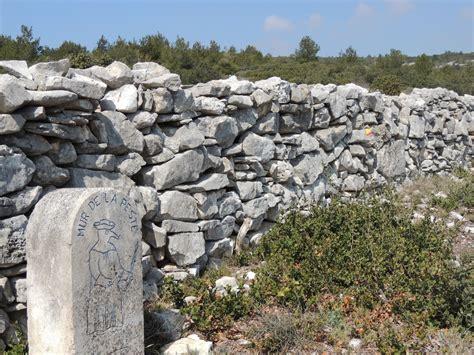 Mur De by Le Mur De La Peste Parc Naturel R 233 Gional Du Luberon