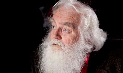 famous actors playing father christmas death of santa claus actor who played festive figurehead
