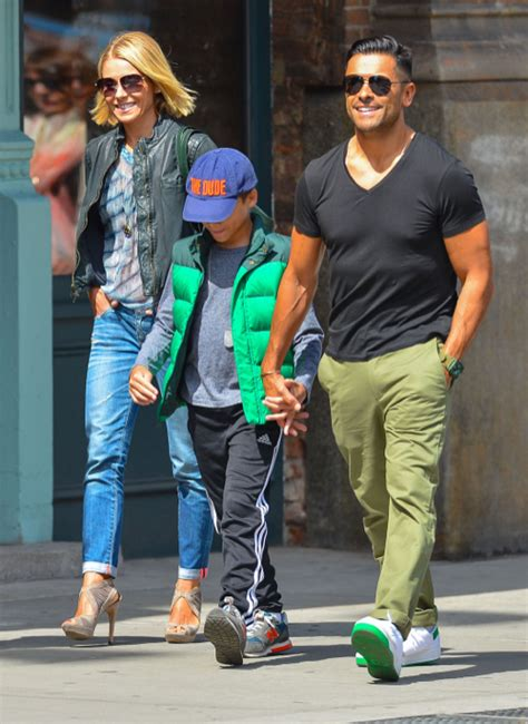 kelly ripa children 2014 kelly ripa family out for lunch in new york city celeb